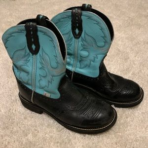 Size 11. Teal and black Justin cowgirl boots.